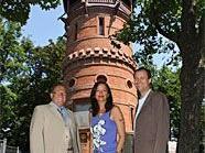 Umweltstadträtin Ulli Sima mit Kulturstadtrat Andreas Mailath-Pokorny (re.) und BV-StV Josef Eichinger bei der Wiedereröffnung der Paulinenwarte im Türkenschanzpark