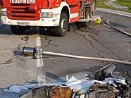 Das Motorrad fing nach dem Crash sofort Feuer.