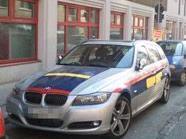 """Das """"falsche"""" Polizeiauto in der Neustiftgasse."""