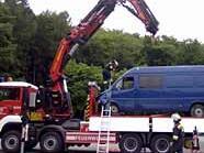 Die Feuerwehr konnte den Transporter auf der A1 bergen.