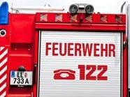 Die Feuerwehr musste den Unfall-PKW in 1230 Wien aufschneiden.