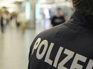 Die Polizei fahndet nach den brutalen Straßenräubern.