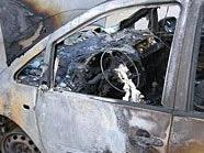 Eines der ausgebrannten Autos in 1140 Wien.