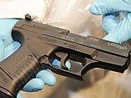 Erst beim Einsatz der WEGA stellte sich heraus, dass der Täter seine Opfer mit einer Spielzeugwaffe bedroht hatte. (Symbolbild)