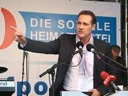 HC Strache peitschte seine Anhänger mit altbekannten Themen ein.