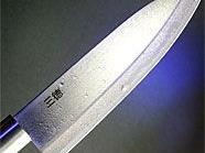 Mit einem Küchenmesser bewaffnet wollte ein 27-Jähriger eine Bankfiliale überfallen.