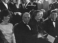 Nikita Chruschtschow, Jacqueline Kennedy, Bundespräsident Adolf Schärf, Nina Chruschtschowa und John F. Kennedy auf Schloss Schönbrunn.