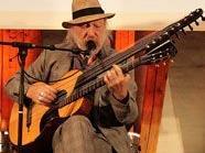 """Roland Neuwirth eröffnete das Festival """"Wean Hean""""."""