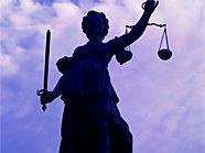 Wegen MOrdes an seiner Schwiegermutter und versuchten Mordes an seiner Ex-Frau wurde ein 32-Jähriger zu 20 Jahren Haft verurteilt.