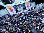 Bei der FM4-Bühne lässte es sich beim Donauinselfest vortrefflich alternariven Klängen frönen.
