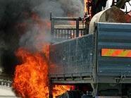 Das Führerhaus des Lkw brannte völlig aus.