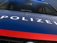 Der betrunkene PKW-Lenker rammte den Streifenwagen in 1100 Wien mit voller Wucht.