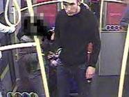 Dieser Mann soll dem 17-Jährigen sein Mobiltelefon gestohlen haben.