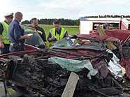 In diesem Wrack starb der 60-jährige Fahrer. Er hatte sich auf ein riskantes Überholmanöver eingelassen.
