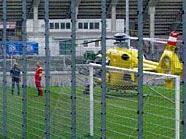 Nach dem Wohnungsbrand musst der Rettungshubschrauber am Hanappi-Platz landen.