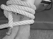 Einbrecher schlägt und fesselt 65-jährige Frau