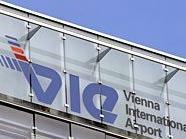 Mitarbeiter des Flughafens stahlen Waren im Wert von mehr als 170.000 Euro aus Frachtstücken.