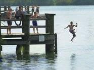 Nach einem Badeunfall schwebt eine 13-Jähriger weiter in Lebensgefahr.