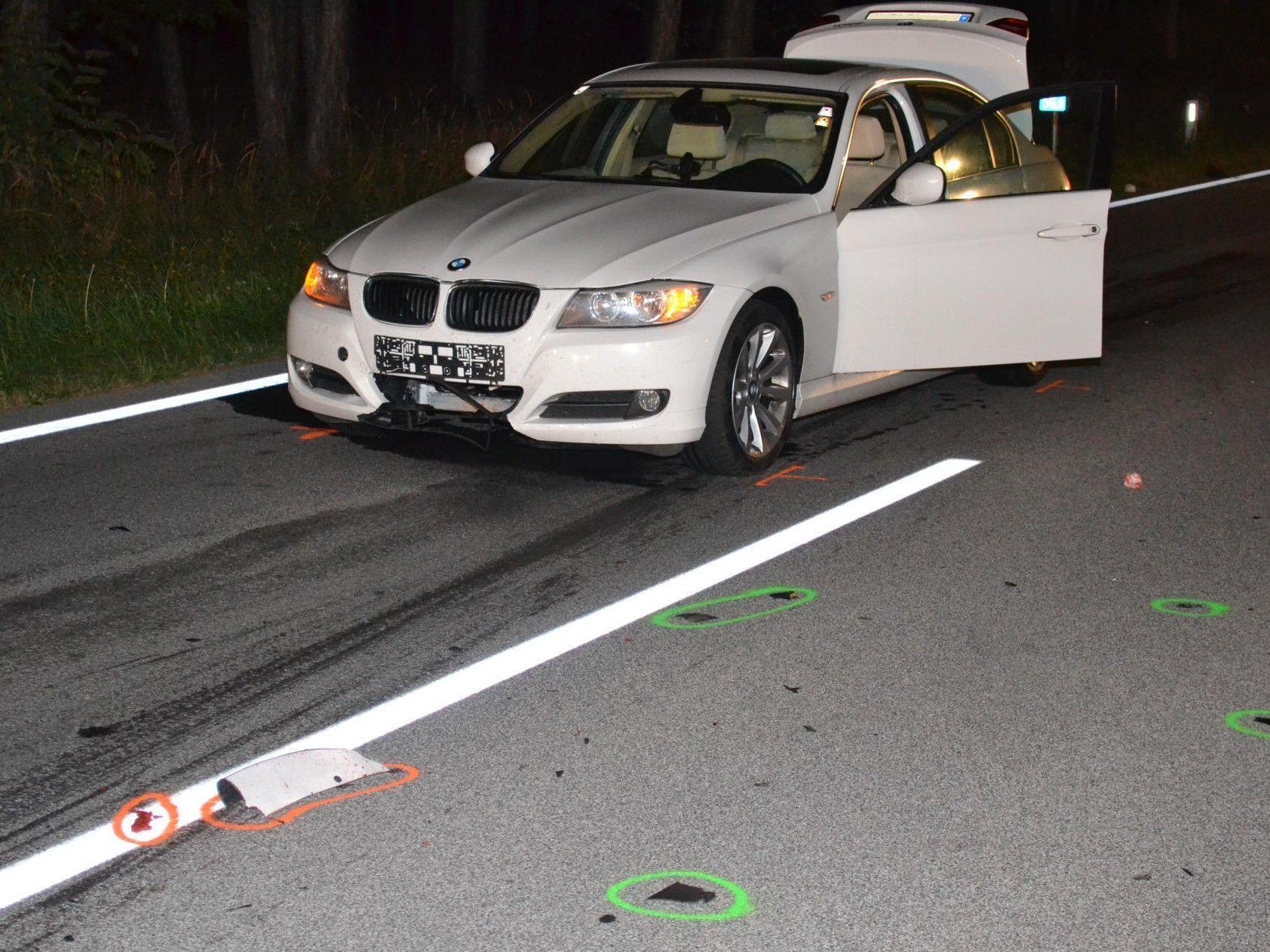 Der Unfallwagen auf der B17 im Bezirk Neunkirchen