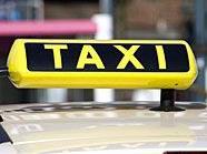 Ein Betrunkener attackierte einen Taxifahrer und einen Polizisten.
