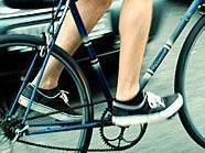 Mit drei Promille im Blut baute eine Radfahrerin einen Unfall.