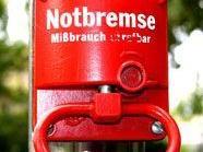War es die schöne Farbe? Eine betrunkene Wienerin zog im Zug vier Mal die Notbremse.