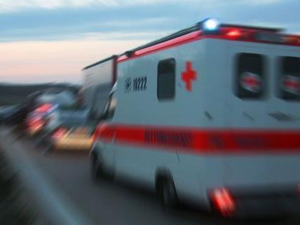 Kran stürzt in Kärnten auf Arbeiter