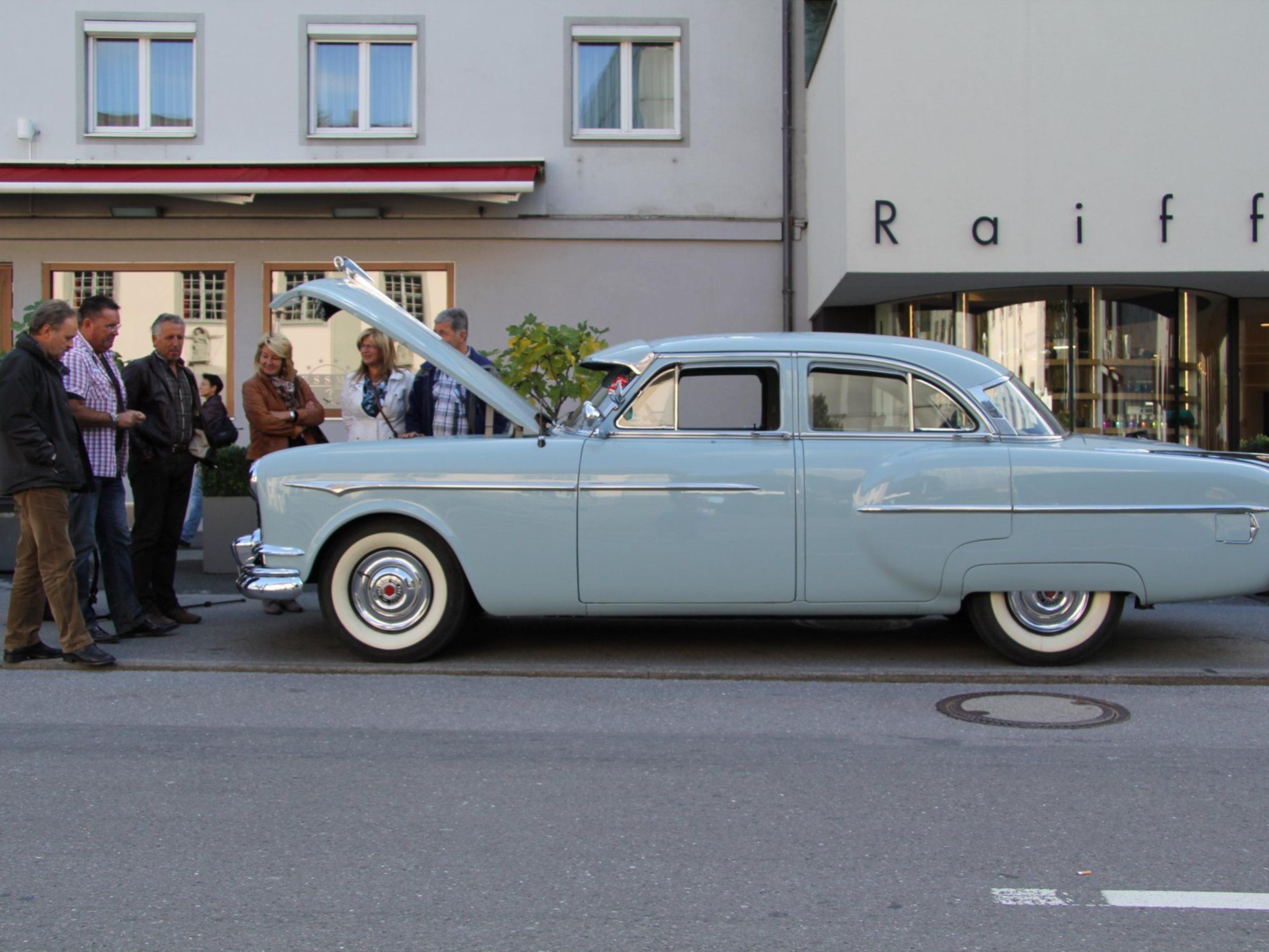Günter Hollenstein und sein im Originalzustand erhaltener 1953er Clipper Special von Packard.