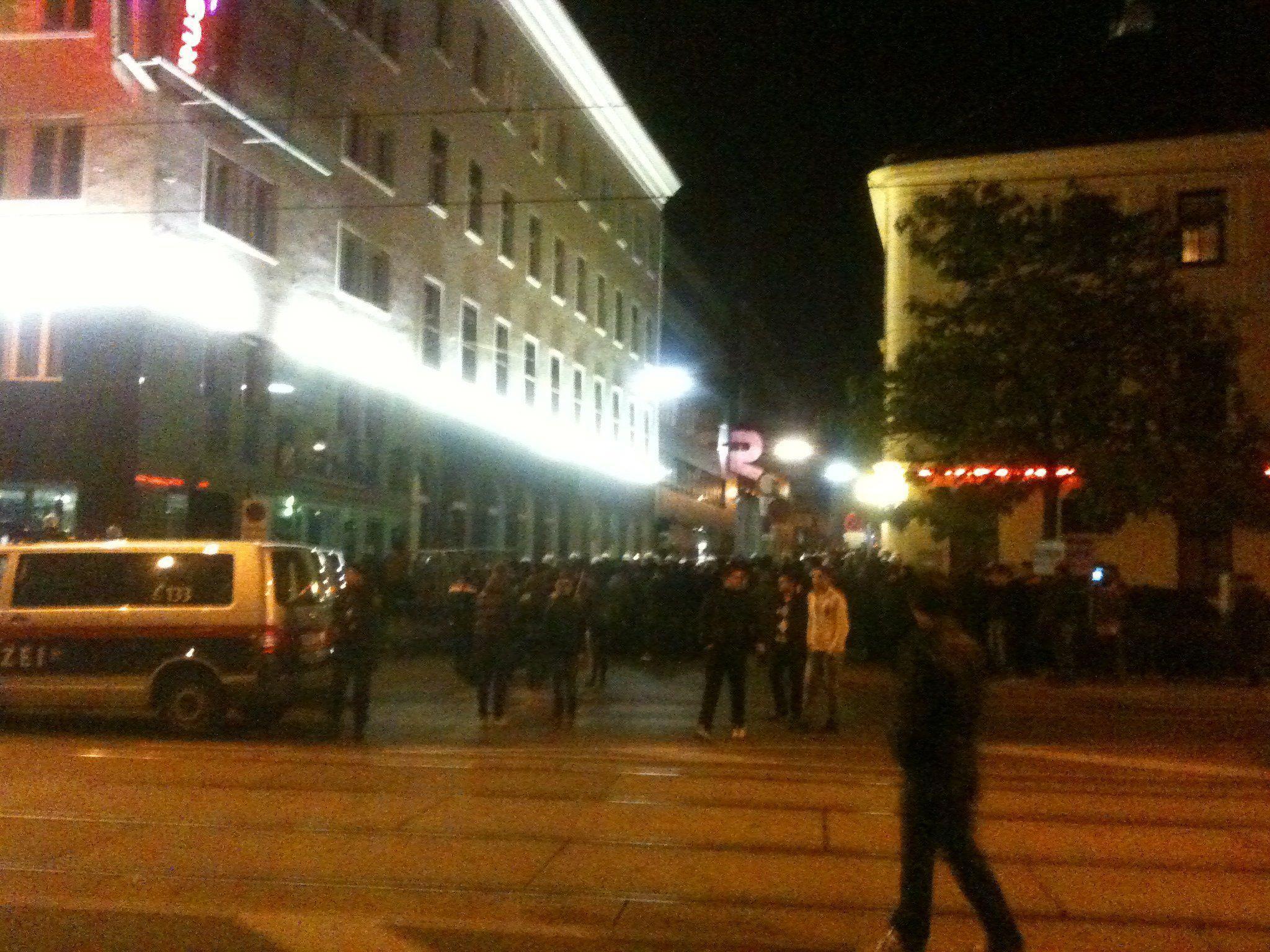 Turbulente Demonstration zwischen Kurden und Türken am Sonntagabend.