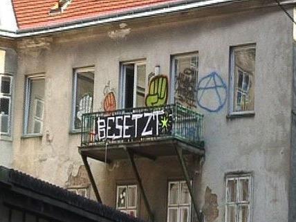 """Hausbesezter: In der Lindenstraße in Wien-Neubau wurden BUWOG-Häuser """"eingenommen""""."""