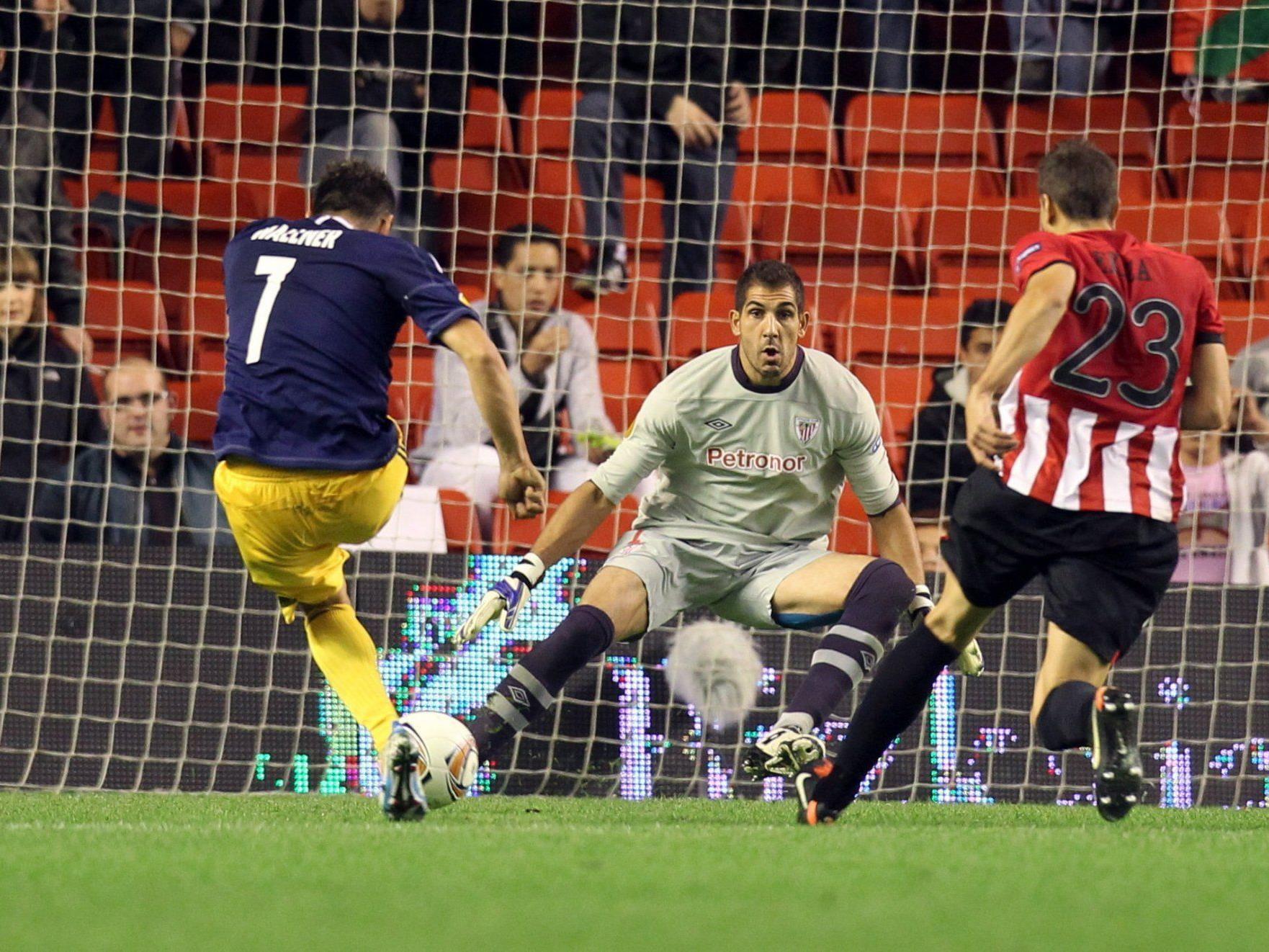 Ein Elfmeter brachten Salzburg um EL-Sieg - 2:2 in Bilbao. Im Bild: Roman Wallner beim 0:1 für die Bullen.