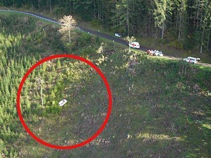 Das Auto der 19-Jährigen stürzte bei St.Veit 35 Meter in die Tiefe.
