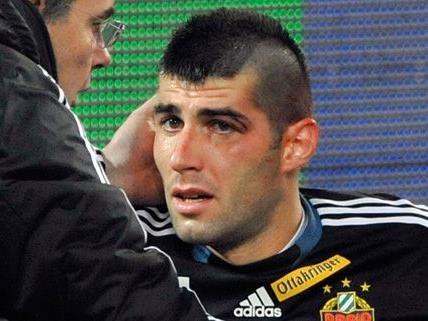 Rapid-Keeper Novota wurde bei einem Zusammenstoß schwer verletzt.