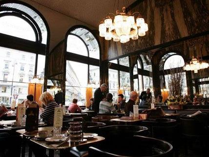 Das Cafe Schwarzenberg in Wien 1 schätzt echte Kaffeehauskultur.