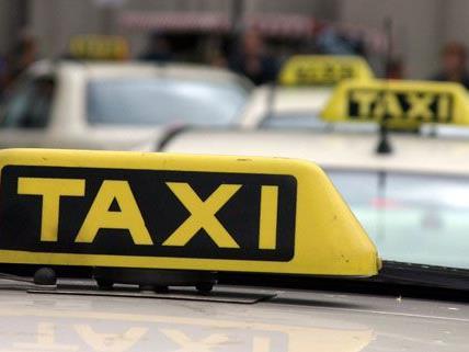 Ein taxilenker übersah eine Frau auf der Laxenburger Straße und fuhr sie an.