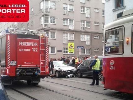 Auf der Troststraße kam es nach einem Unfall zum Stillstand des Straßenbahn-Verkehrs.