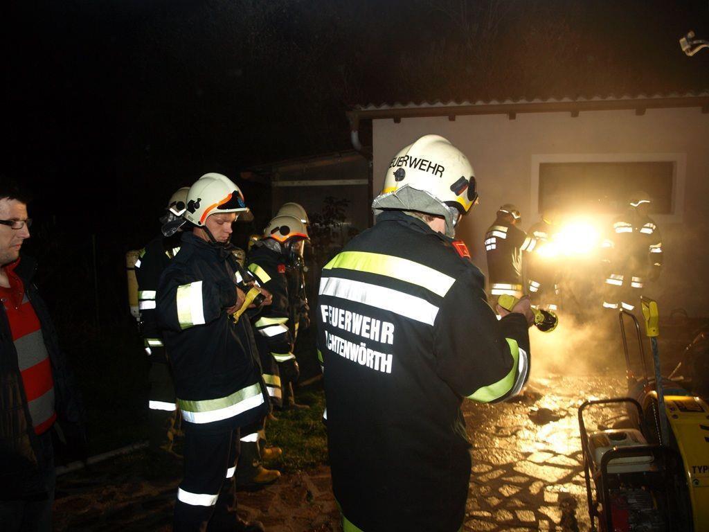 Gleich vier Feuerwehren plus Polizei und Rettung mussten zu diesem Kellerbrand ausrücken.