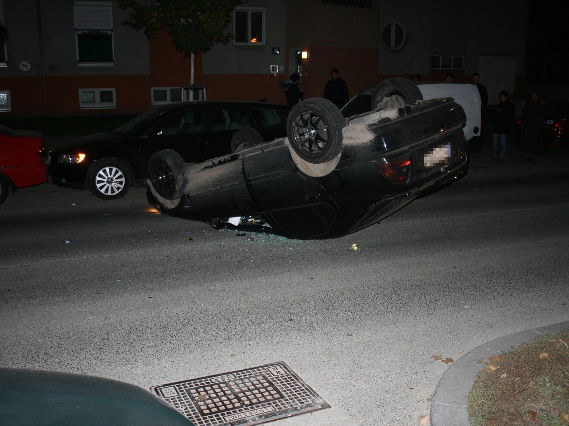 Unser Leserreporter fotografierte den spektakulären verkehrsunfall auf der Otto Probst Straße.