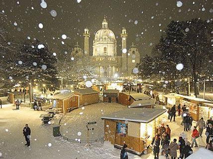 Der Adventmarkt am Wiener Karlsplatz bietet stimmungsvollen Weihnachtszauber für Groß und Klein