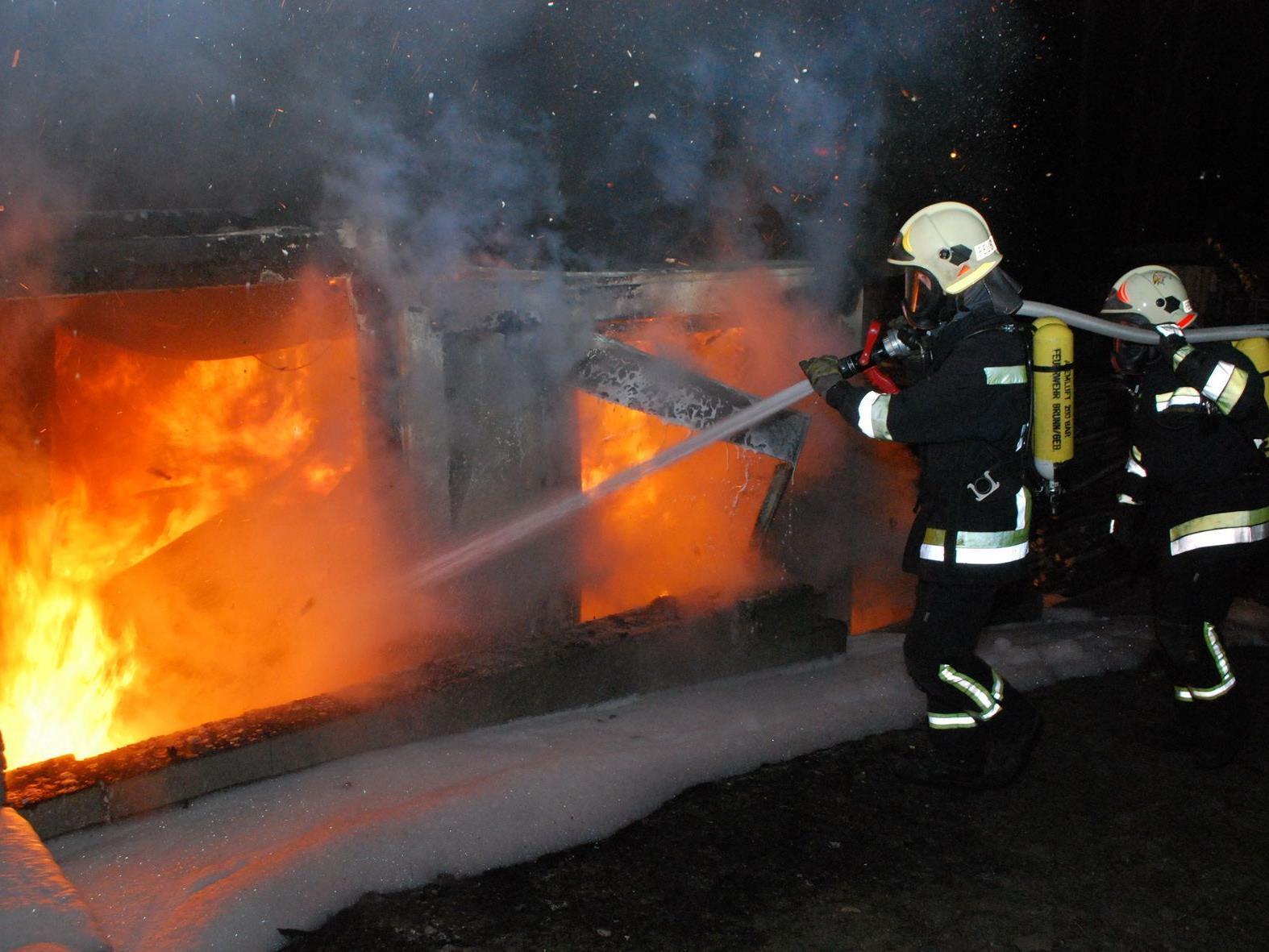 Gefährlicher Containerbrand in Brunn/Gebirge