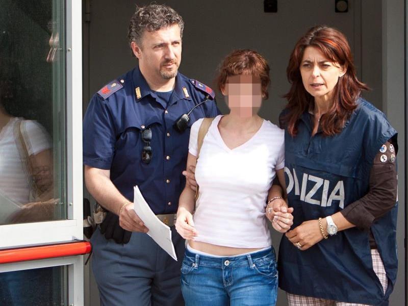 Estebaliz C. bei ihrer Festnahme in Italien