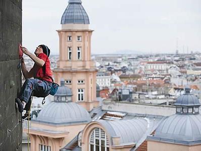 Einzigartig: Die Kulisse beim urbanen Klettern am Flakturm in Mariahilf