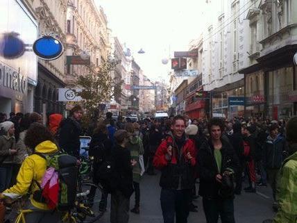 Zu allerlei Aufruhr kam es am Dienstag auf der Mariahilfer Straße durch die Besetzer.