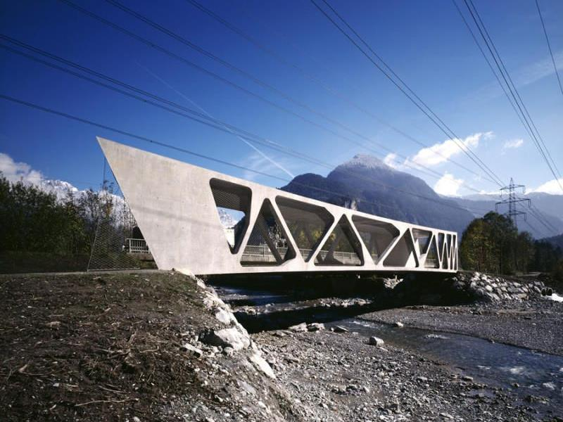 Die Alfenz-Brücke in Lorüns wurde von den Architekten Stefan und Bernhard Marte geplant und zum dritten Mal mit einem internationalen Preis ausgezeichnet.
