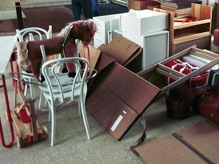 Der Dieb hatte sich in das Möbelhaus in der Lindengasse eingeschlichen.