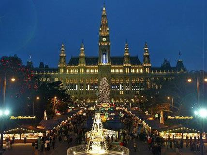 Der beliebteste Weihnachtsmarkt Österreichs ist der Christkindlmarkt am Rathausplatz.