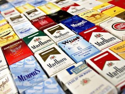 Auf der A21 wurden in einem Kleinbus 31.000 Zigaretten sichergestellt.