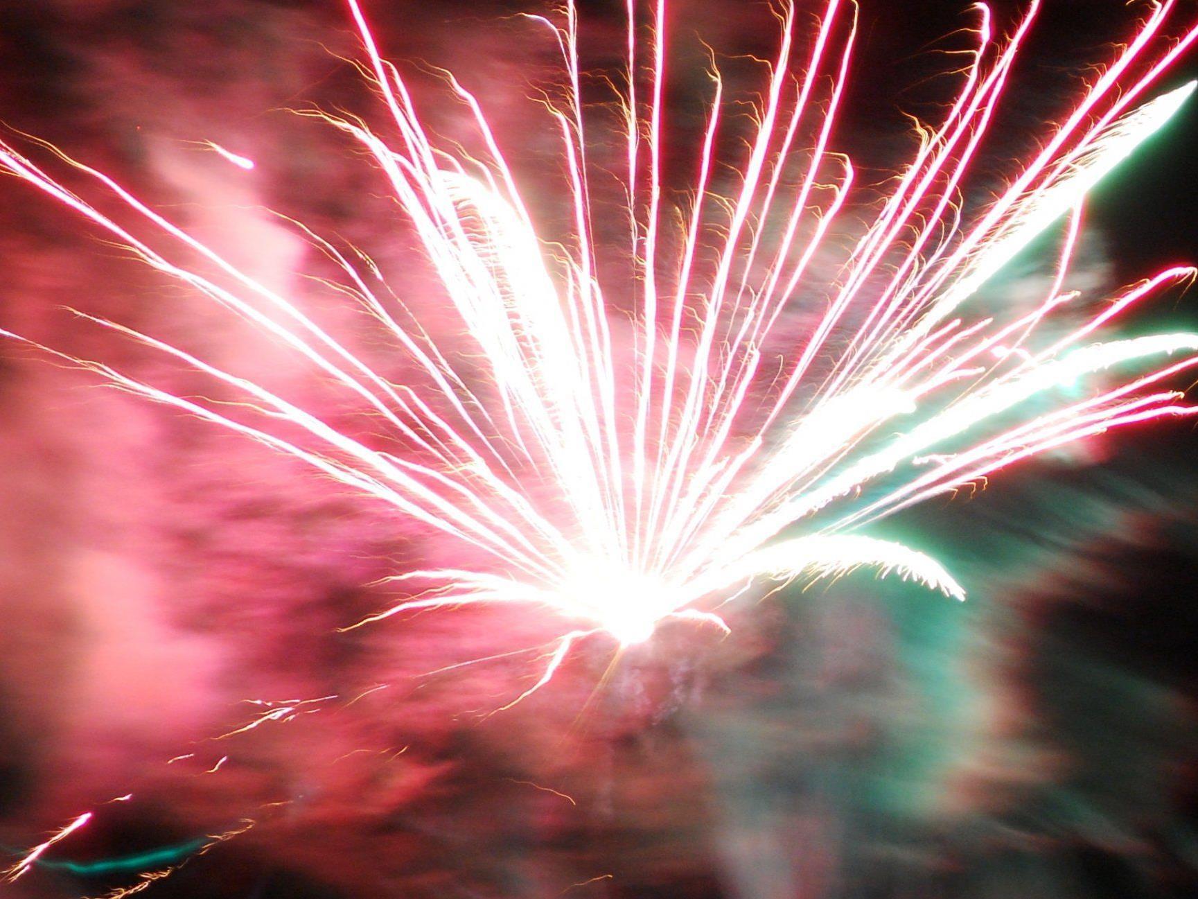 Um das Feuerwerk richtig und mit allen Fingern genießen, sollten einige Sicherheitsregeln beachtet werden.