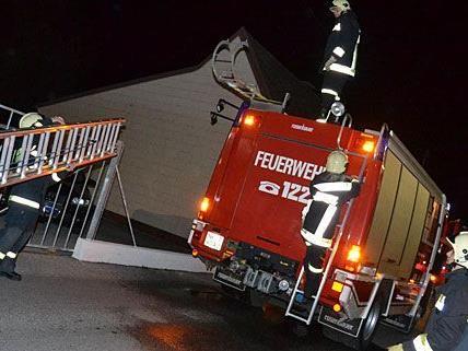 Die Feuerwehr musste zu einem Brand bei einem Autohaus in Neunkirchen ausrücken