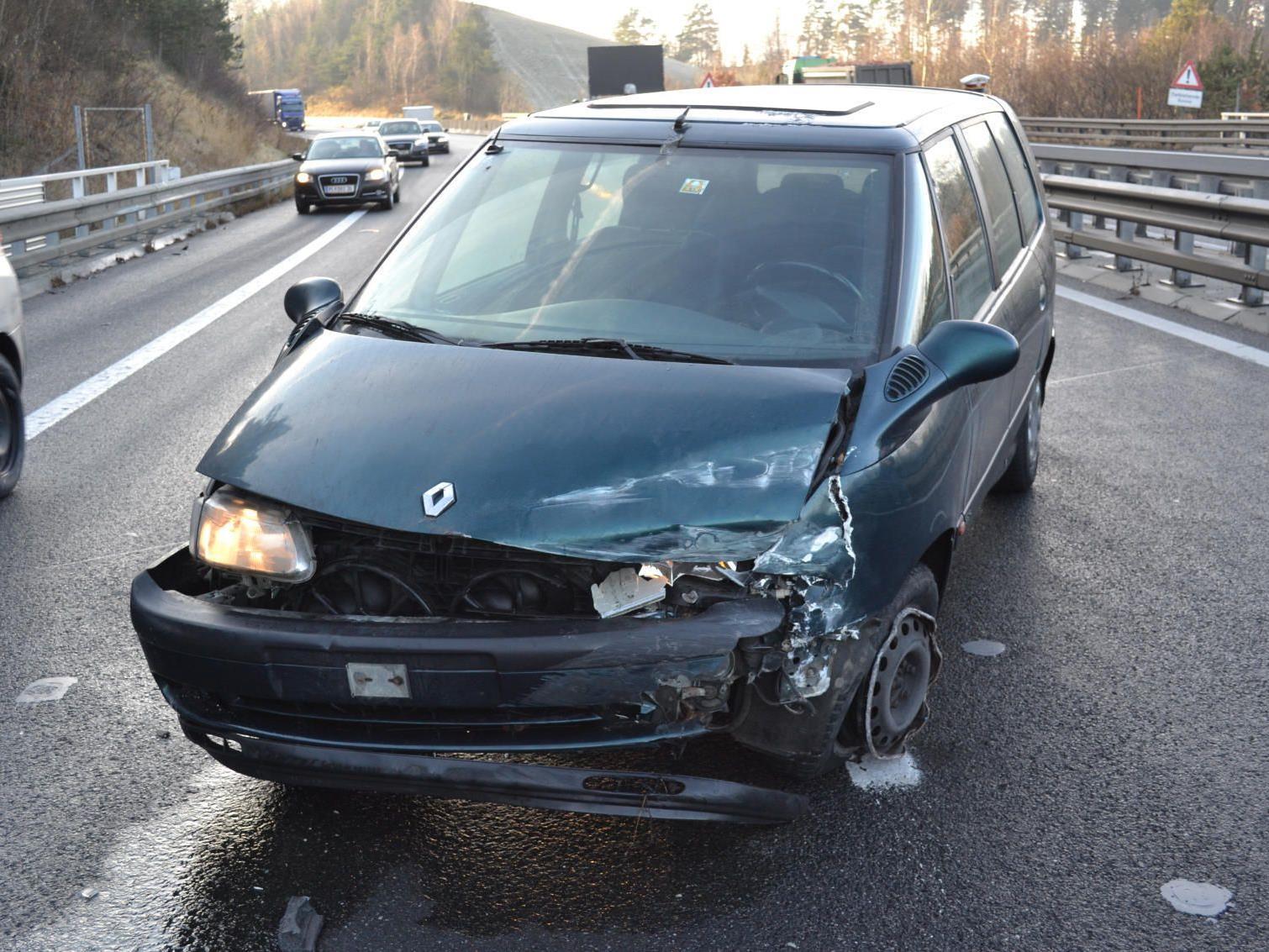 Glück im Unglück: Auto kaputt, Fahrer nur erschreckt.